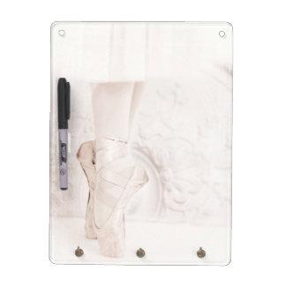 pointeの靴のバレリーナの足 ホワイトボード