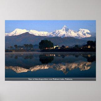 Pokhara湖上のMacchapuchhre、Pokharaの眺め、 ポスター