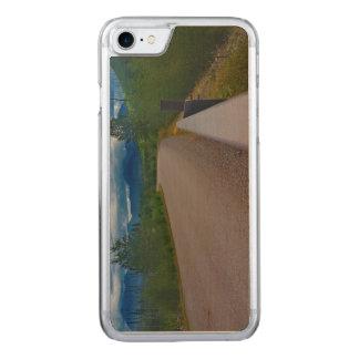 Polebridgeのグレーシャー国立公園への背部道 Carved iPhone 8/7 ケース