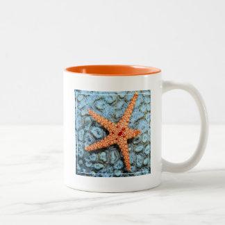 Polipsの珊瑚のヒトデ ツートーンマグカップ