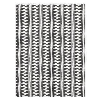 Pomoのインドのジグザグ形の白黒の三角形パターン テーブルクロス