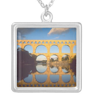 Pont DUガードのGardonの川、ガード、ラングドック、 シルバープレートネックレス