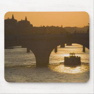 Pont Neuf、セーヌ河の日没、パリ、FranceMusee マウスパッド