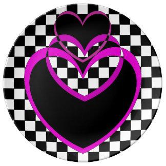 Popartのハートのハートのバレンタインのプレートのチェッカーボード 磁器プレート