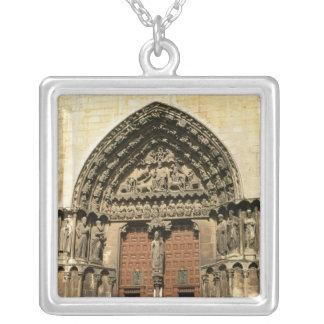 Portada del Sarmentalの南transept シルバープレートネックレス