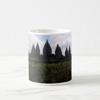 Prambananの寺院のマグ コーヒーマグカップ
