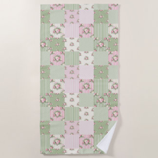 Pretty vintage floral patchwork pink and green ビーチタオル
