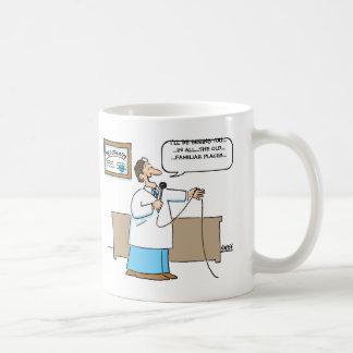 Proctologistはカラオケの漫画のおもしろマグカップを歌います コーヒーマグカップ