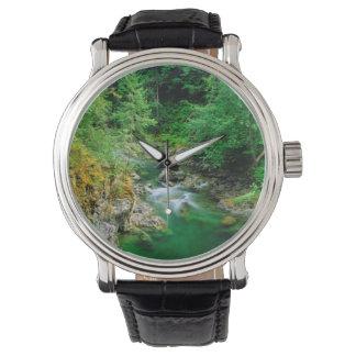 Qualicumの少し川 腕時計