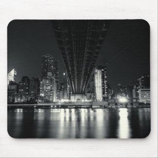QueensBoro橋- NYCの下 マウスパッド