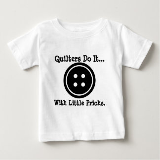 Quiltersは少しpricks.とのそれを…します ベビーTシャツ