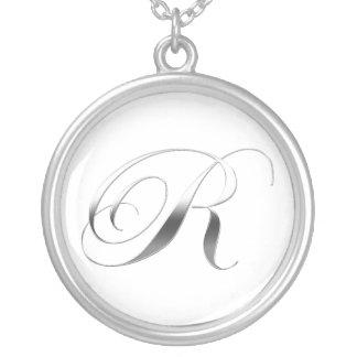 Rのモノグラムのペンダント シルバープレートネックレス