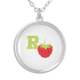 Rはラズベリーのためです シルバープレートネックレス