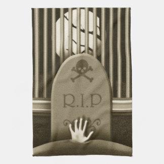 R.I.P. 墓地手のハロウィンのお化け屋敷 キッチンタオル