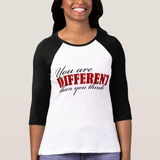 raglanのTシャツを考えると異なっています Tシャツ
