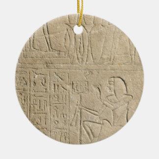 Ramesses IIの提供の香をに描写するStelaこんにちは セラミックオーナメント