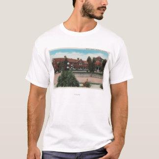 Redlands、カリフォルニア-にこやかな図書館の眺め Tシャツ