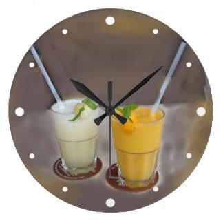 Refrescos -夏の氷った冷たいフルーツ・ドリンク ラージ壁時計