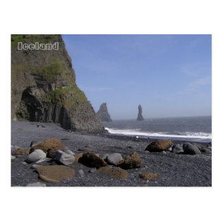 ReynisdrangarのReynisfjaraのビーチ、アイスランド ポストカード