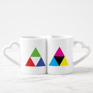 RGBおよびCMYKの三角形デザイナー愛 ペアカップ