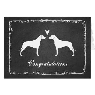 Rhodesian Ridgebackは結婚式のおめでとうのシルエットを描きます カード