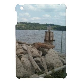 Riverwalk Dubuqueアイオワミシシッピー川 iPad Miniカバー