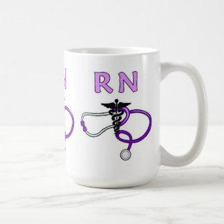 RNは聴診器を看護します コーヒーマグカップ