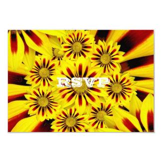 RSVPを結婚する赤くおよび黄色のガーベラのデイジー カード