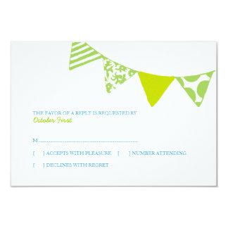 rsvpを結婚する青および緑のおもしろいの旗 8.9 x 12.7 インビテーションカード
