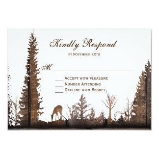 RSVPカードを結婚する素朴な木製のシカの松の木 カード