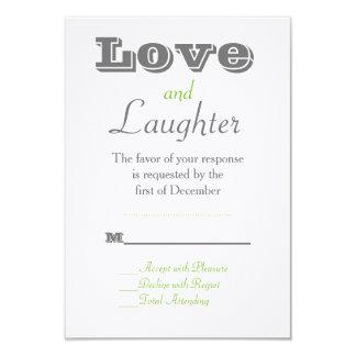 RSVPカードを結婚する緑愛および笑い声 カード