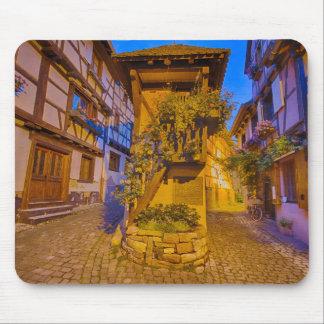 Rue du Rempart石鹸水の通りのl'Allemand石鹸水のiEguisheim マウスパッド