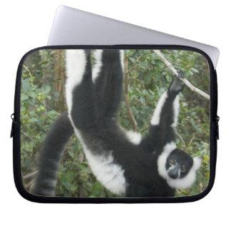 Ruffedの白黒Lemur、(Varecia ラップトップスリーブ