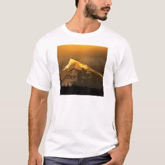 Rundle AIN Banffアルバータの公園の金ピーク Tシャツ