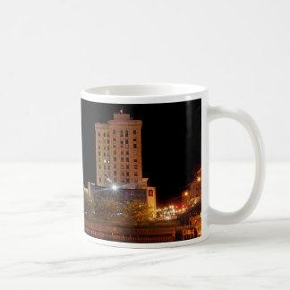 Saginawの都心の月 コーヒーマグカップ