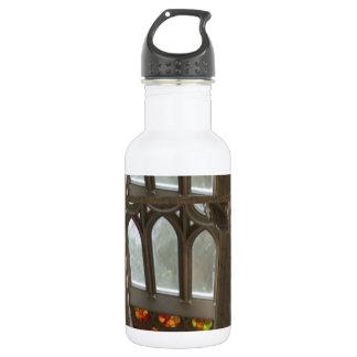 Sagradaのfamilia教会壁のWindowsの神聖なスピリチュアル ウォーターボトル