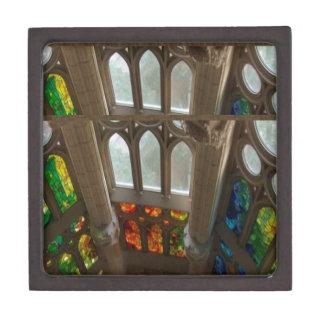 Sagradaのfamilia教会壁のWindowsの神聖なスピリチュアル ギフトボックス