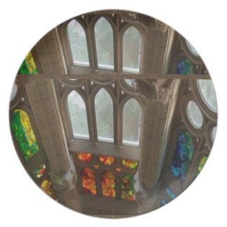 Sagradaのfamilia教会壁のWindowsの神聖なスピリチュアル プレート