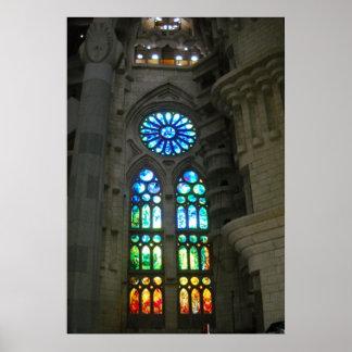 Sagrada Familiaのカテドラルのバルセロナスペインの窓 ポスター