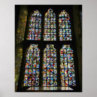 Sagrada Familiaのステンドグラスのバルセロナの写真 ポスター