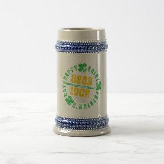 Saint patricks dayの幸せな幸運 ビールジョッキ