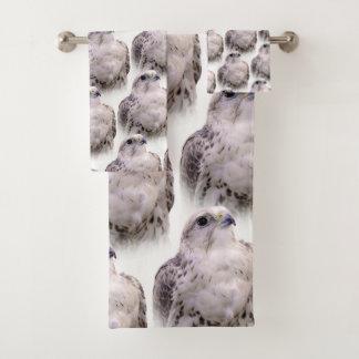 Sakerの好奇心にあふれる《鳥》ハヤブサのポートレート バスタオルセット