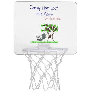 Sammyは彼のドングリの小型basketbllのたがを失った ミニバスケットボールゴール