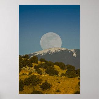 Sangre de Cristo Mountains上のMoonrise、 ポスター