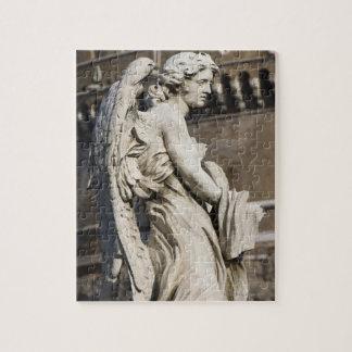 Santの衣服そしてサイコロとの天使の彫刻 ジグソーパズル