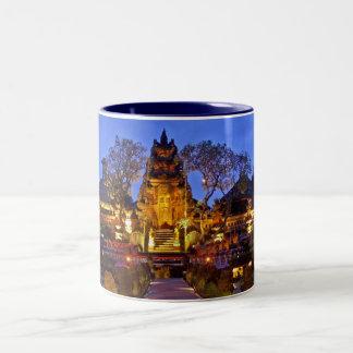 Saraswatiの寺院のマグ ツートーンマグカップ