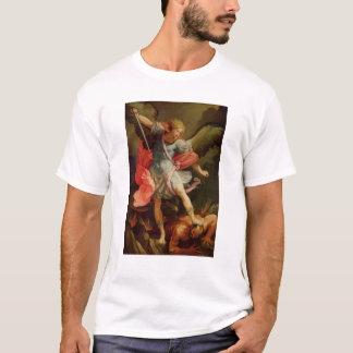 Satanを敗北させている大天使ミハエル Tシャツ