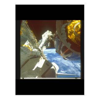 satellite_Spaceを持つ宇宙飛行士 ポストカード