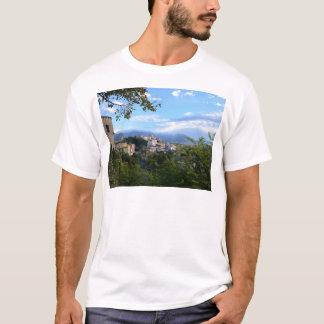 Scaleaの後ろの山 Tシャツ