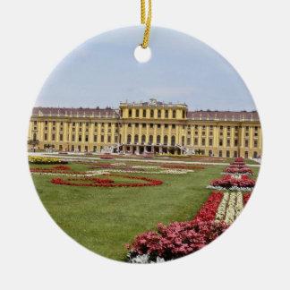 Schonbrunnのピンクの城、ウィーン、オーストリアは開花します セラミックオーナメント